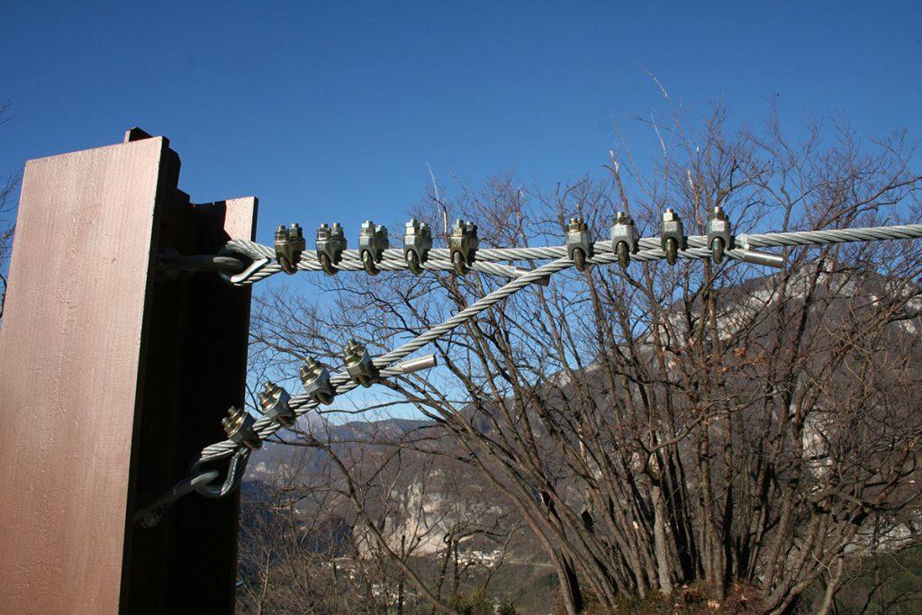 Punto di ancoraggio per ponte TibetanoAnchor point for Tibetan bridge