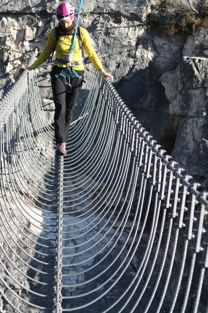 Ponte Tibetano a 3 funeTibetan bridge with 3 wires